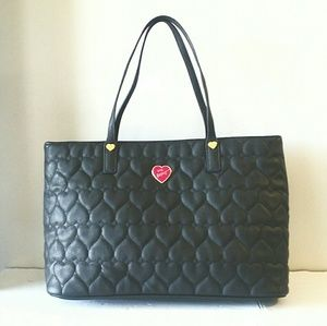 BETSEY JOHNSON QUILTED HEARTS TOTE! EUC! 11X15X6